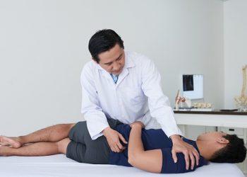 un chiropracteur à Paris